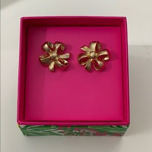 NWT Lilly Pulitzer Present Bow Stud Earrings Gold